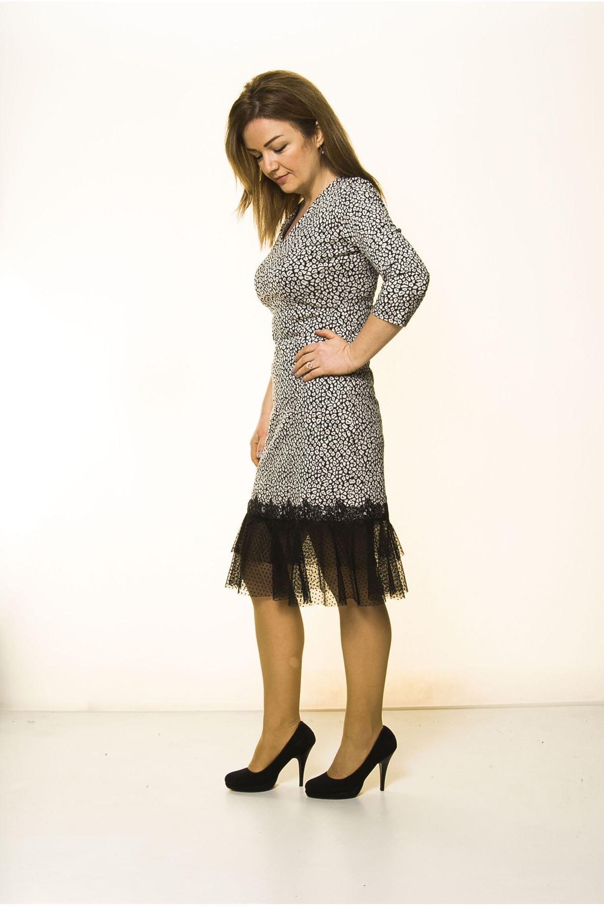 Kadın Siyah Beyaz Etek Ucu Dantel Şık Elbise K7-2099