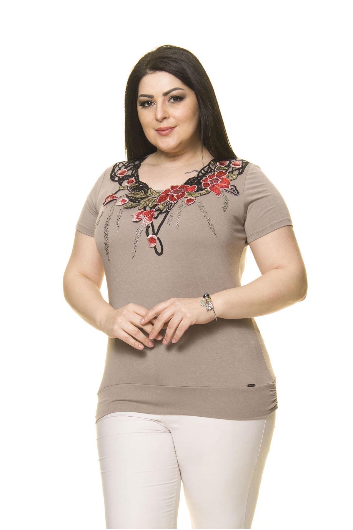 Kadın Büyük Beden Vizon Nakışlı Taşlı Bluz  A5-3012