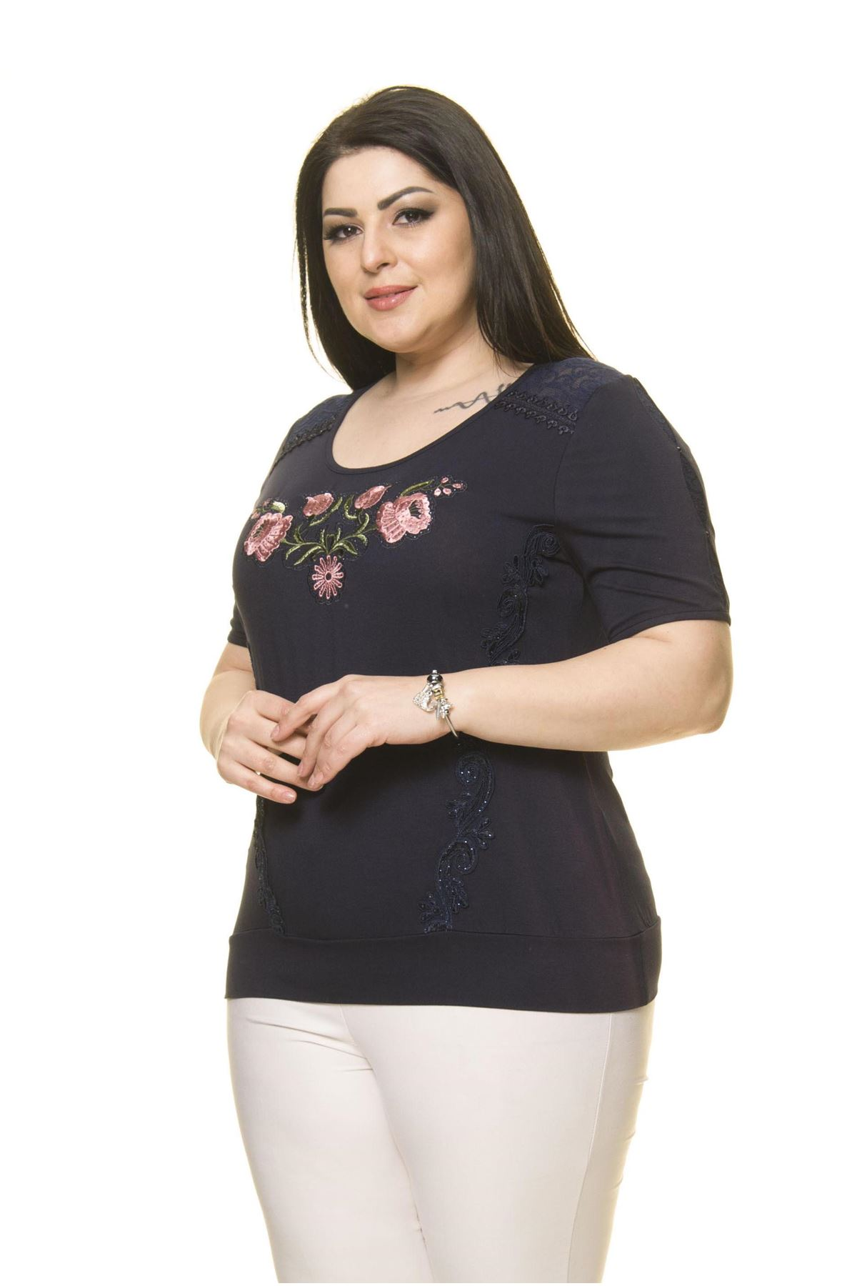 Kadın Büyük Beden Lacivert Nakışlı Bluz A2-3007