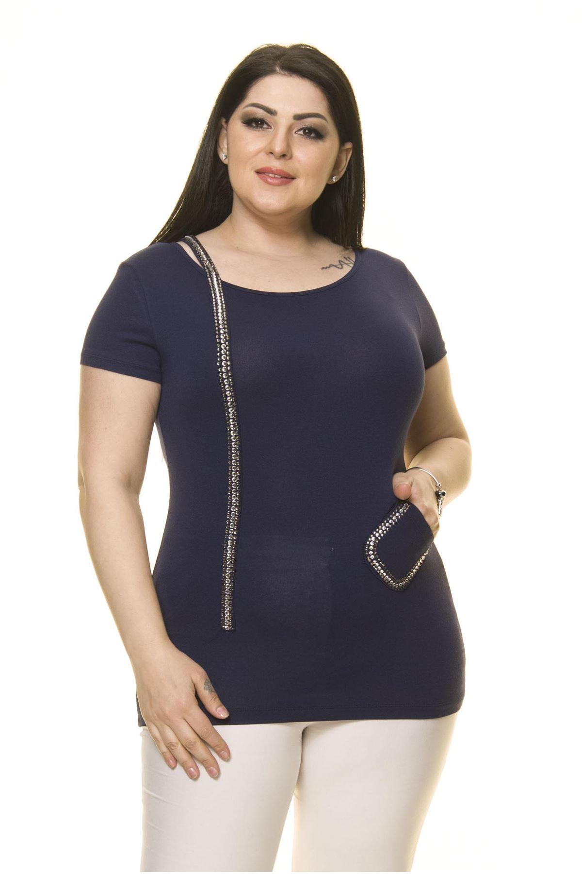 Kadın Büyük Beden Lacivert Taşlı Bluz 15C-70017-3