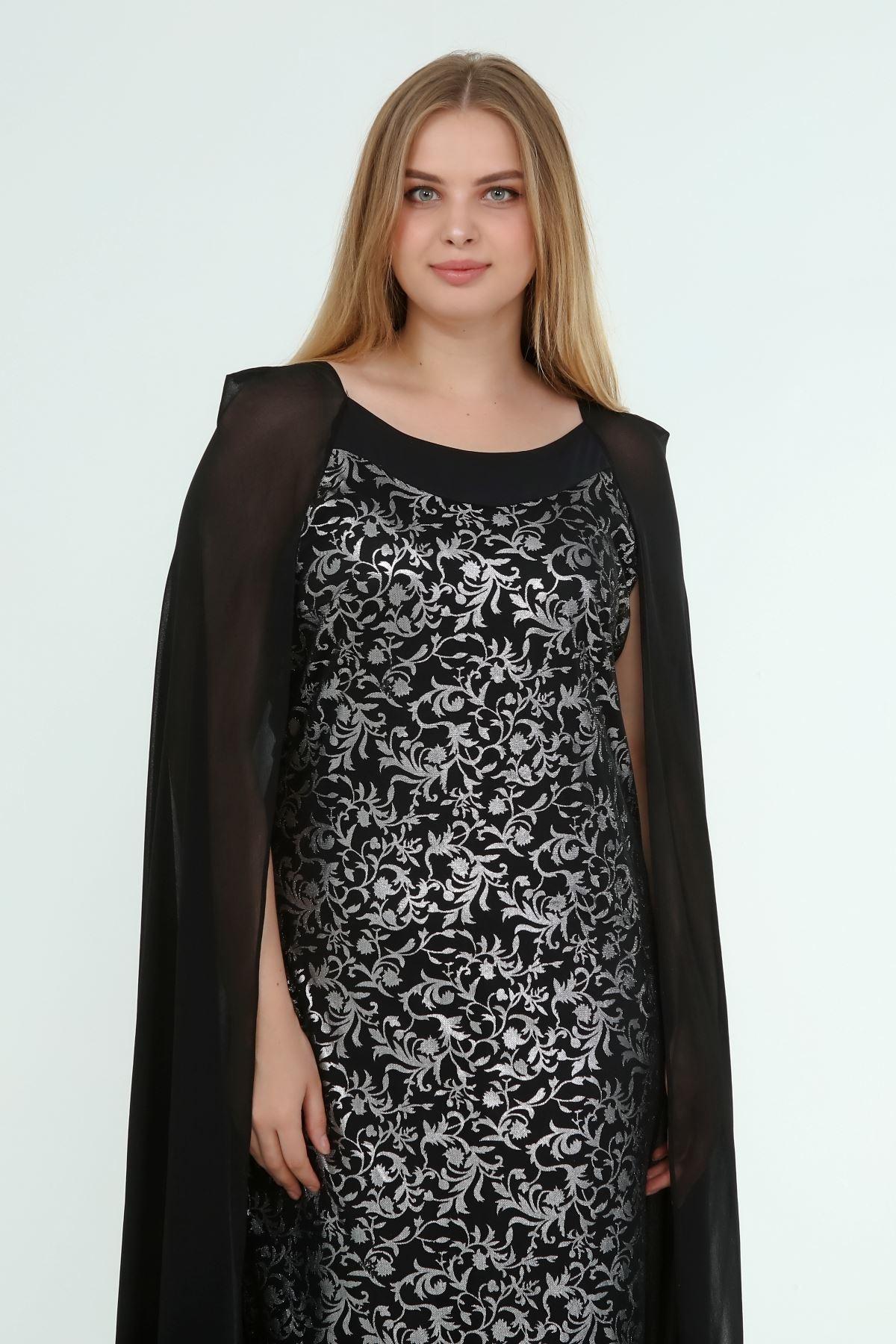 Kadın Büyük Beden Siyah Gümüş Desenli Pelerinli Gece Elbise  A1-4051