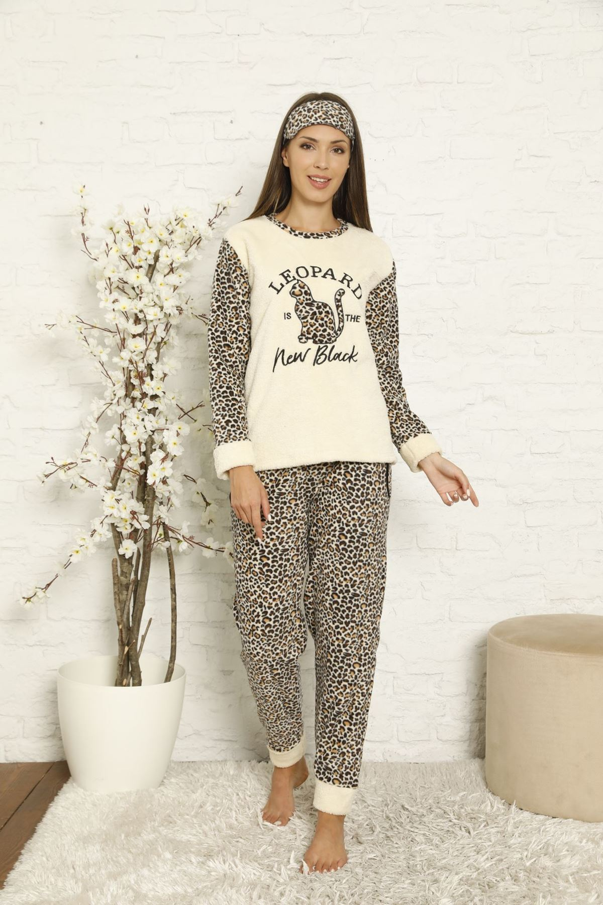 Kadın Bej Leopar Desenli Kışlık Polar Pijama Takımı 8F-20042-1