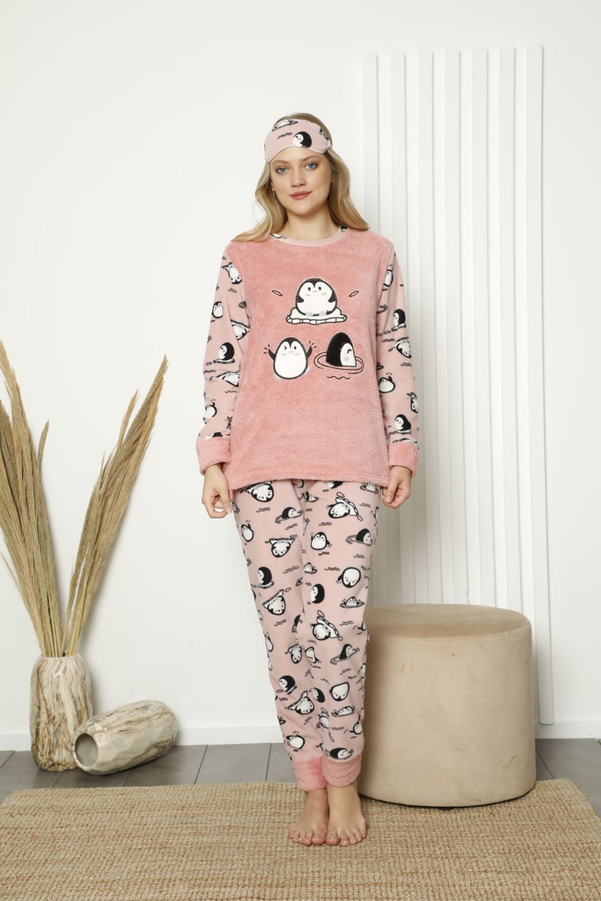 Kadın Pembe Desenli Kışlık Polar Pijama Takımı 14F-20049